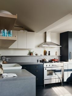 """12"""" backsplash ledge to maximize counter space with cabinets as high as possible (24""""?)"""