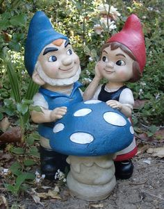 considered this gnomeo and juliet as vDay for the kids at our P-Patch...steve just can't bear the thought of confronting this uber cuteness in our veg tho.