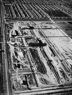 Aerial view of Lakewood in showing the construction of the large Lakewood… Lakewood California, Long Beach California, California History, Vintage California, Southern California, City By The Sea, Beach Place, San Luis Obispo County, Los Angeles Area