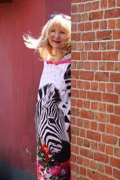 Wünsche allen eine schönen sonnigen Tag! ☀️ Sommerliche Outfits findet Ihr in unserem Online-Shop www.ostedesign.de oder bei mir im Geschäft in Hemmoor.☀️ Outfits, Linen Fabric, Fashion Women, Nice Asses, Suits, Kleding, Outfit, Outfit Posts, Clothes