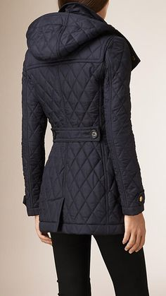 Shop the latest womenswear from Burberry including seasonal trench coats, leather jackets, dresses, denim and skirts. Casual Fall Outfits, Winter Outfits, Coats For Women, Jackets For Women, Duffle Coat, Quilted Jacket, Winter Coat, Autumn Winter Fashion, Mantel