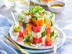 Der Aperitifwürfel des Sommers im Video Feta, Tomate Mozzarella, Vegetarian Recipes, Healthy Recipes, Yummy Food, Tasty, Food Platters, Meals For Two, High Tea