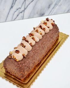 Elegant Desserts, Fancy Desserts, Golden Cake, Cake Roll Recipes, Dacquoise, Chocolate Desserts, Caramel, Food And Drink, Insert