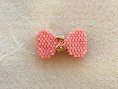 off loom beading Beading Tutorials, Beading Patterns, Pony Bead Crafts, Beaded Necklace Patterns, Loom Beading, Bead Weaving, Brick Stitch, Seed Beads, Relief