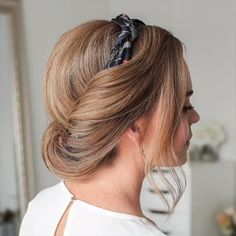 Today we are going to talk about those gorgeous braid styles. I will show you the best and trendy hair braid styles with some video tutorials. Black Ponytail Hairstyles, Headband Hairstyles, Trendy Hairstyles, Braided Hairstyles, Bun Short Hair, Braids For Thin Hair, Haircut For Thick Hair, Hairstyles Videos, Braid Hair