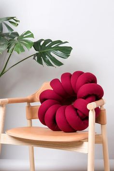 (S) Red Round Knot Pillow