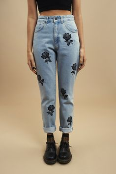 Mom jeans imprimé rose noir - Theraggedpriest = 65 €