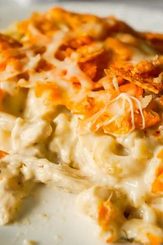Doritos Mac and Cheese Casserole with Chicken - This is Not Diet Food Doritos Mac and Cheese Casserole with Chicken is an easy dinner recipe that combines cheesy pasta, rotisserie chicken and Doritos nacho chips. Seafood Pasta Recipes, Baked Pasta Recipes, Easy Casserole Recipes, Chicken Recipes, Crawfish Recipes, Cheesy Recipes, Chicken Dips, Chicken Meals, Turkey Recipes
