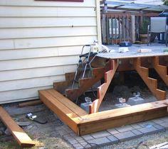Build wooden garden stairs yourself – instructions and examples - DIY Traumhaus Porch Stairs, Garden Stairs, Patio Doors, Deck Building Plans, Diy Porch, Front Steps, Decks And Porches, Wooden Garden, Backyard