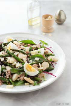 White Bean Salad with Asparagus. This white bean salad with asparagus is so yummy. A simple and easy recipe made with only 6 ingredients in 15 minutes Are you ready? Seitan, Tofu, Asparagus Salad, How To Cook Asparagus, Food Photography Tips, Clean Diet, Top Recipes, Simple Recipes, Food Is Fuel
