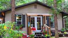 580 Sq. Ft. Cottage in Hoodsport, WA | Tiny House Listing
