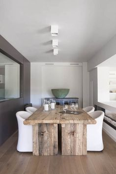 mesa bruta num ambiente moderno