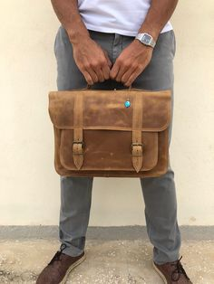 Waxed brown leather briefcase made from genuine leather, decorated with a unique key ring. Laptop Briefcase, Briefcase For Men, Leather Briefcase, Laptop Bag, 17 Laptop, Black Leather Mules, Leather Men, Leather Jackets, Pink Leather