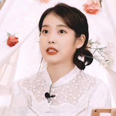 Iu Gif, Korean Age, Aesthetic Iphone Wallpaper, Korean Singer, My Idol, Girl Group, Kdrama, Asian Girl, Kpop