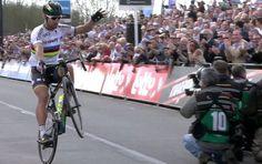 Peter Sagan is geen normale wereldkampioen. De 26-jarige Slovaak is pas de vijfde renner ooit die in de regenboogtrui de Ronde van Vlaanderen kon winnen. E...