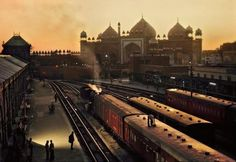 Steve McCurry  INDIA. Agra. 1983. Train station