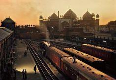 Steve McCurry  INDIA. Agra. 1983. Train station