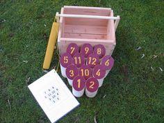 Holzwurfspiel (rot-gold) von  Outdoorspieler auf DaWanda.com