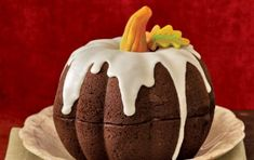 Torta di Halloween a forma di zucca - Ecco per voi la ricetta di una simpatica serie di torte per la festa di Halloween. Cimentatevi nel realizzare le torte a forma di zucca, per fare un figurone con le vostre amiche e vicine di casa!