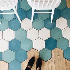 Afbeeldingsresultaat voor hexagon tiles and wood floor Floor Design, Tile Design, House Design, Hexagon Tiles, Interior Decorating, Interior Design, Kitchen Redo, Kitchen Flooring, Interior And Exterior