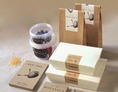 20 Food Packaging Designs for Take Away Containers - Jayce-o-Yesta Graphic Design Inspiration Takeaway Packaging, Honey Packaging, Food Packaging Design, Food Branding, Branding Process, Chocolate Packaging, Coffee Packaging, Packaging Stickers, Paper Packaging