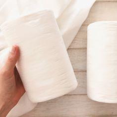 Paños de bambú de un solo uso para pañales ecológicos en rollo de 100 hojas. El paño de bambú es de fibra de bambú 100% biodegradable y de un solo uso. Permite de recolectar  las heces y evitar que el pañal no se manche tanto. Se utilizan como complemento de los absorbentes de bambú reutilizables. Floor Chair, Biodegradable Products, Kids, Fiber, Diaper Covers, Towels, Leaves, Sleeve, Young Children