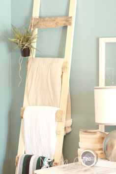 Rustic Blanket Ladder from Pallet Wood