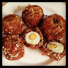 Kangaroo Baked Scotch Eggs    **A healthy high protein take on a British classic**    Kangaroo mince, garlic, onion, chili, cumin, coriander, Worcester sauce & seasoning - covering hard boiled egg - rolled in Quinoa flakes - sealed in a pan then baked for 20 mins. Serve it with spicy tomato sauce ❤ Boiled Egg, Hard Boiled, Kangaroo Recipe, Aussie Food, Spicy Tomato Sauce, British Recipes, Scotch Eggs, Mince Recipes, Healthy Food