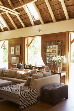 WESTWING MAGAZINE te propone decorar tu casa como si de un lodge africano se tratara. Auténtico estilo safari para un aventurero como tú.