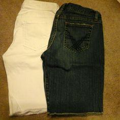 GAP SHORTS LOW RISE NWOT WHITE denim / blue denim has been pre-loved GAP Shorts Jean Shorts
