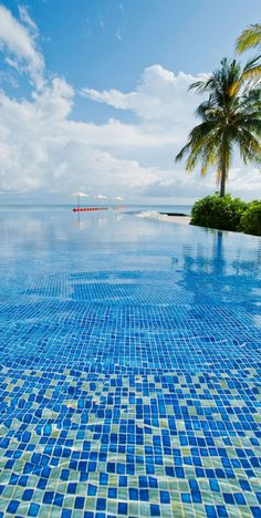 Kuramathi Island Resort in the Maldives. Pool goes strait into the ocean! Dream Vacations, Vacation Spots, Vacation Places, Places To Travel, Places To See, Beautiful World, Beautiful Places, Beautiful Beach, Places Around The World