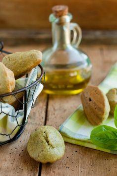 Madeleines huile d'olives basilic parmesan.