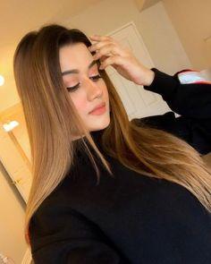 Bollywood Actress Hot Photos, Actress Photos, Hot Actresses, Indian Actresses, Famous Models, Brunette Beauty, Beautiful Girl Indian, Indian Celebrities, Indian Beauty Saree