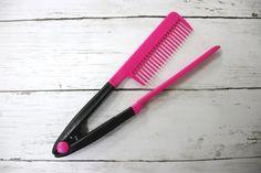 """""""髪は女の命""""とはよく言ったものですが、きれいな髪の毛を維持するのは結構大変。手間もお金もかかります。 もっと簡単にサラつや髪が手に入ったらいいのに――という人に紹介したいのが、ブロー中に梳かすだけでストレートヘアーが手に入るコームです。しかもお値段100円!"""