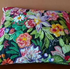 Ideas Embroidery Ideas Inspiration Pillows For 2019 Cushion Embroidery, Embroidery Hoop Art, Hand Embroidery Designs, Cross Stitch Embroidery, Embroidery Patterns, Fabric Art, Fabric Crafts, Sewing Crafts, Brazilian Embroidery