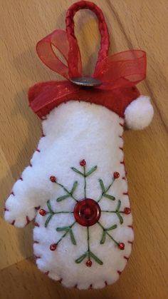 PATTERN Felt snowman and Gingerbread Christmas ornament, ch Felt Christmas Decorations, Felt Christmas Ornaments, Christmas Fun, Christmas Projects, Felt Crafts, Holiday Crafts, Christmas Sewing, Handmade Christmas, Hanging Hearts