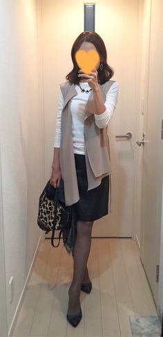 White tee: Three dots, Beige vest: ZARA, Leather skirt: MACKINTOSH PHILOSOPHY, Leopard bag: Tomorrowland, Green pumps: COLE HANN