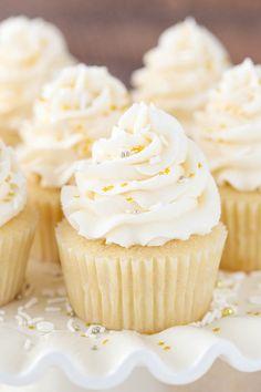 HOW TO GET THE RIGHT FROSTING CONSISTENCYFollow for recipesGet Mein Blog: Alles rund um die Themen Genuss & Geschmack Kochen Backen Braten Vorspeisen Hauptgerichte und Desserts