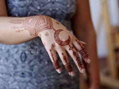How about something geometric with a crescent moon for Eid? #henna #hennatattoo #hennaart #hennainspiration #hennainspire #hennapro #hennadesign #hennalove #eidhenna #eidmubarak2017 #eidcollection #eidoutfit #mehndiartist #hennacone #hennacones #naturalhenna #hennastain #hennaloungestain