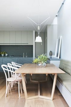 Behind an unassuming façade, the Courtyard house opens up to reveal a pared back design response, mixed with luxurious materials, and practical detailing. Project by @robsonrak #kitchen