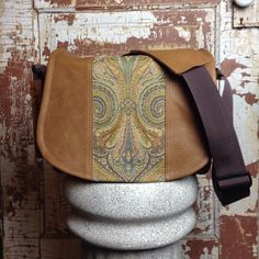 Chelsea from Grand Rapids, Michigan is our customer design of the week! Carnival accent with Light Distressed Brown leather on a Medium camera bag #porteen #porteengear #leathercamerabag #designyourown #designoftheweek #grandrapids #michigan #handmade #create #inspire