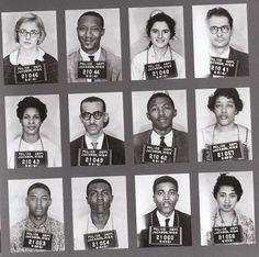 Certains membres des premiers «Freedom Riders» arrêtés le 14 mai 1961 à Anniston, Alabama. Ce groupe de 13 personnes partent de Washington, avec comme but, de se rendre jusqu'en Nouvelle-Orléans pour protester contre les lois ségrégationnistes concernant les autobus voyageurs. Un autobus est attaqué par des bombes incendiaires à Anniston et l'autre à Birmingham par le Ku Klux Klan (KKK). Autant les Noirs que les Blancs sont violemment attaqués par la police et le KKK.