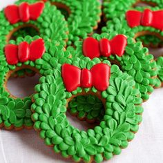 Wreath cookies with awesome dimension by The Bearfoot Baker