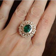 Choosing Diamond and Gemstone Rings Emerald Jewelry, Diamond Jewelry, Gold Jewelry, Jewelry Rings, Fine Jewelry, Diamond Earrings Indian, Diamond Necklaces, Jewellery Box, Jewelry Ideas