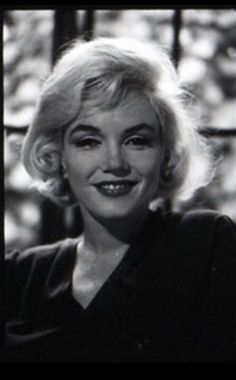 Marilyn photographed by Allan Grant during her last interview for Life magazine, Marilyn Monroe Diamonds, Rare Marilyn Monroe, Interview Images, Actor Studio, Hilario, Norma Jeane, Life Magazine, Girls Best Friend, Film Photography
