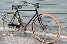 Mountain Bike Shop, Electric Mountain Bike, Velo Retro, Retro Bikes, Bicycle Store, Bike Poster, Push Bikes, Pedal, Bike Brands
