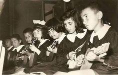 Mandolin çalan öğrenciler #istanlook #nostalji #birzamanlar