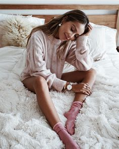 Comfy and Cute Lounge Wear for 2020 Story Instagram, Photo Instagram, Foto Glamour, Bedroom Photography, Shotting Photo, Photography Poses Women, Cute Poses, Insta Photo Ideas, Photoshoot Inspiration