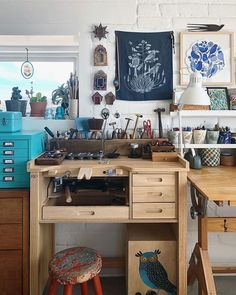 Fave new corner of my studio. Just inherited that ol' drafting table from Daniel 🎨 Nuevo rincón favorito de mi estudio. Jewellers Bench, Potting Sheds, Home Office Decor, Home Decor, Creative Studio, Corner Desk, Jewels, Table, Furniture