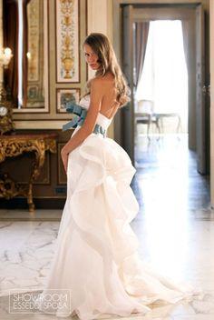 Collezione Abiti da sposa island Bridal. Disponibile presso Showroom Esseddi Sposa. Visita il sito: www.esseddisposa.it/